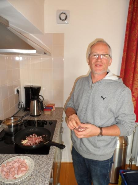 segeln-2012-04-fruehstuecksvorbereitung