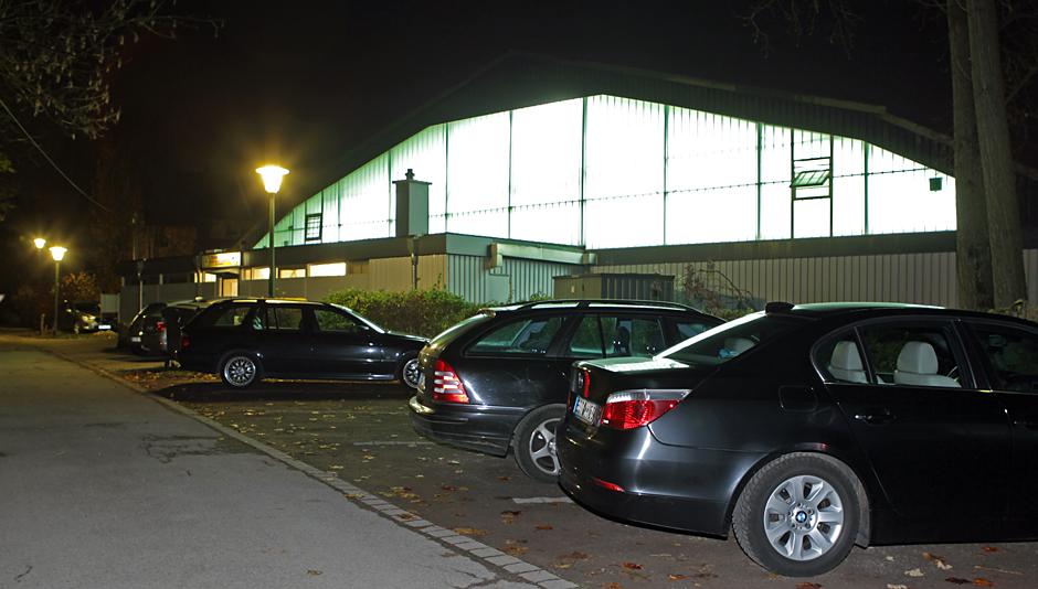 Viele Parklätze, die Wege sind gut beleuchtet. Foto: Markus Kaminski