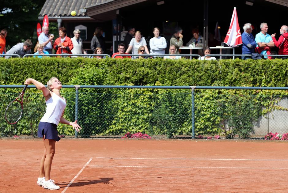 Die Erwachsenen schlagen seit heute (29.06.2013) bei den Stadtmeisterschaften auf.