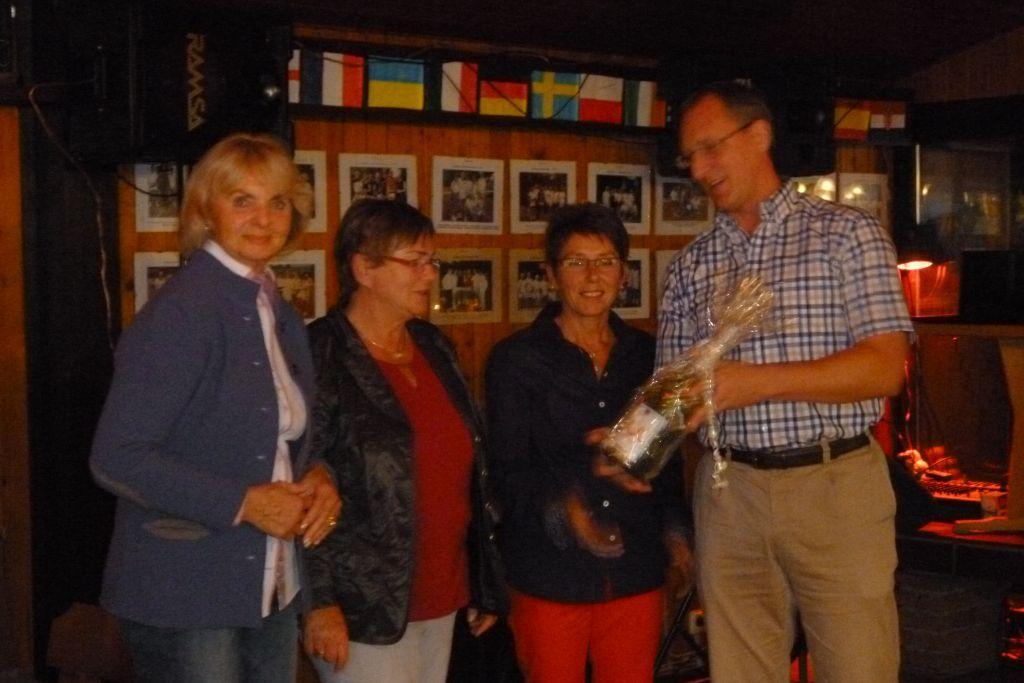 Ehrung Damen 55/I v.li.: Heidemarie Schraben, Eveline Kubetta, Monika Stratmann und der 1.Vorsitzende Michael Amft