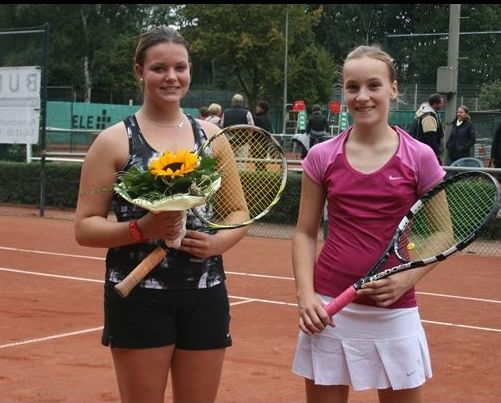 Vize-Stadtmeisterin Juniorinnen U18: li. Jennifer Kriwett